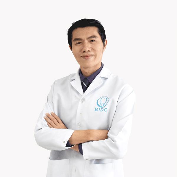 ทันตแพทย์ ยงยุทธ เอี่ยมพิทักษ์สกุล DDS., MSc.,