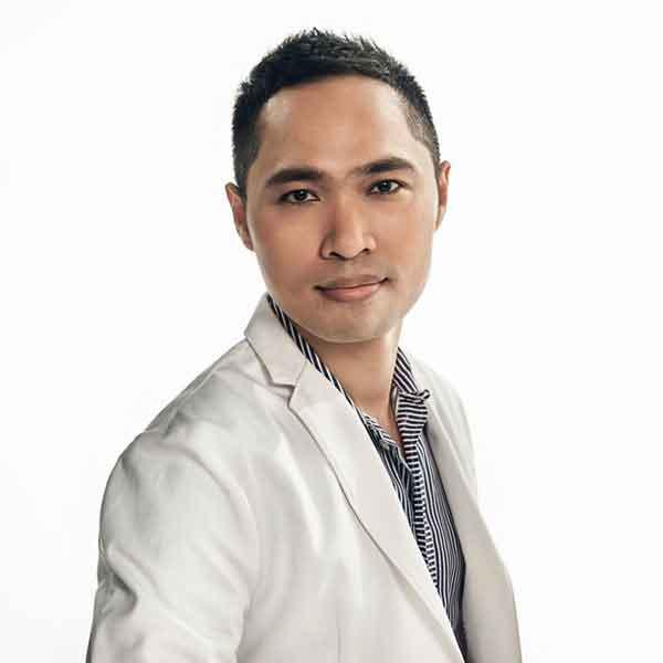 ทันตแพทย์ ผศ. สมเกียรติ อิ่มพลี DDS., MSc., FACP